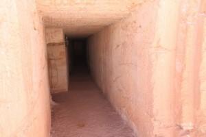 地下キャンプ通路