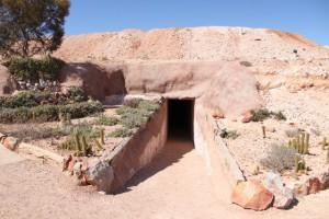 地下キャンプ入り口